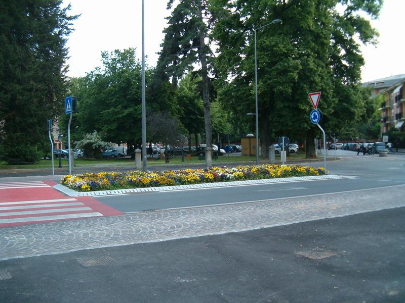 1 Rotatorie stradali arredo verde urbano Grua