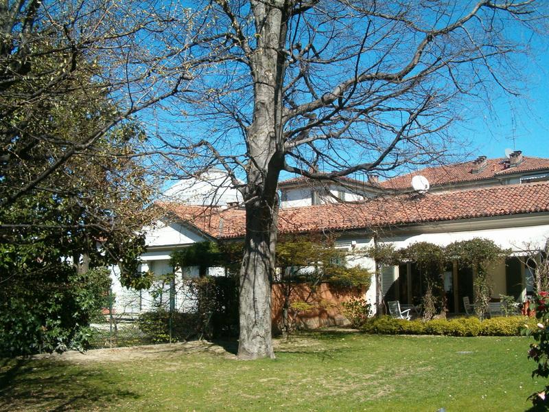 1 Villa privata - Moncalvo arredo verde giardini Grua