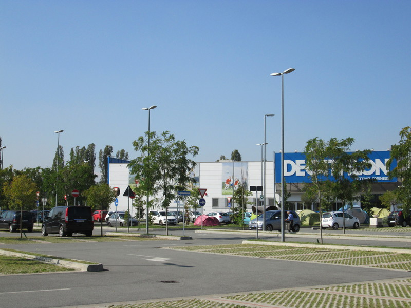 Centro commerciale settimo cielo settimo torinese for Arredo urbano torino