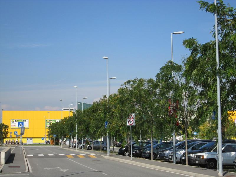 4 Centro commerciale Settimo Cielo arredo verde urbano Grua